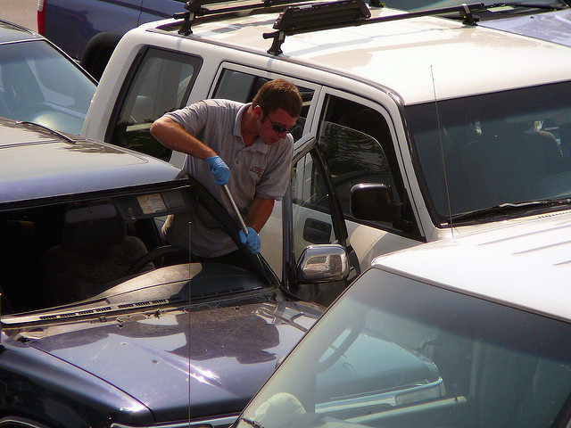 Contact A Professional Windshield Replacement Contractor Today